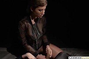 Lesbir sexes Maid